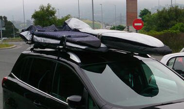 4 Tablas surf sobre baca coche